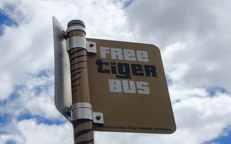 Cartello della fermata del Free Tiger Bus, il trasporto cittadino gratuito di Launceston