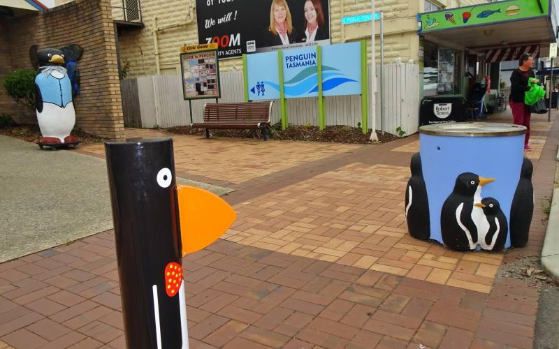 Pinguini in tutte le forme a Penguin, cittadina del Nord della Tasmania
