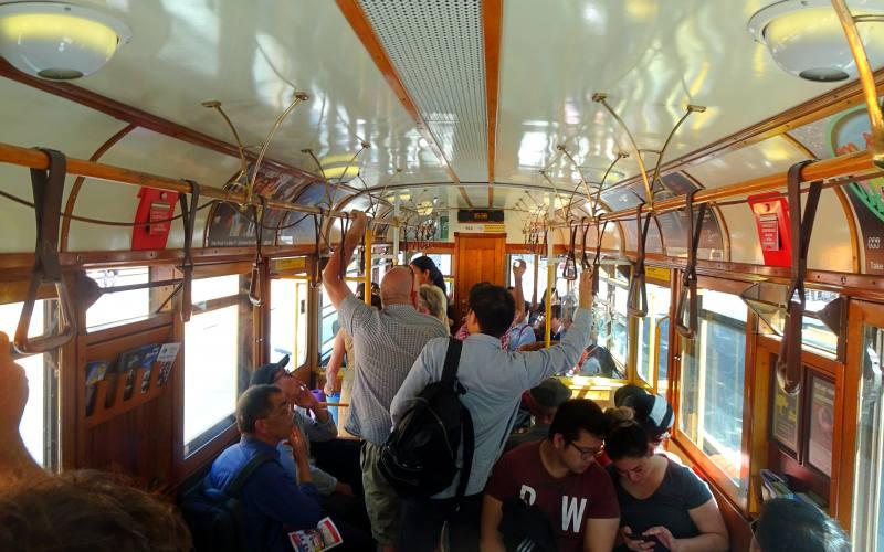 Dentro il City Circle Tram, il tram 35 gratuito di Melbourne