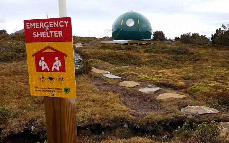"Rifugio di emergenza (Emergency Hut"" durante l'Overland Track in Tasmania"
