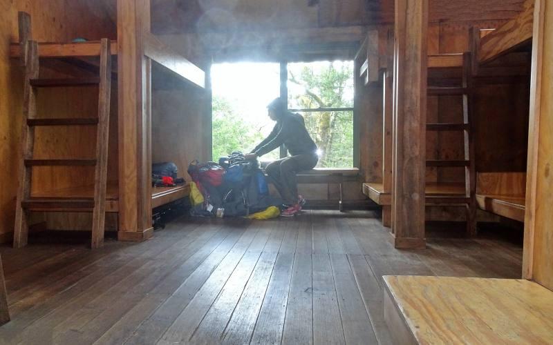 Stanza da letto nel rifugio Windermere Hut durante l'Overland Track in Tasmania