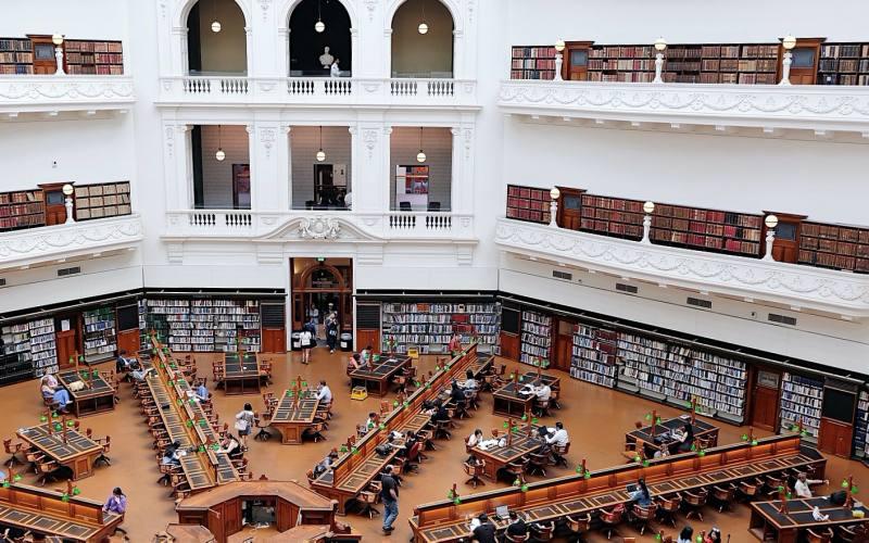 Sala ottagonale all'interno della libreria State Library Victoria di Melbourne in Australia