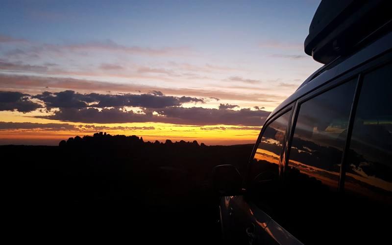 La nostra Peggy al tramonto al punto panoramico del Mount Wellington (Kunanyi Lookout), luogo da vedere a Hobart