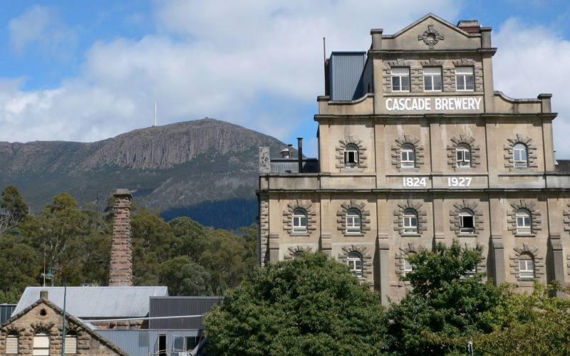 """La famosa birreria di Hobart, la """"Cascade Brewery"""", sulla strada per il Mount Wellington"""