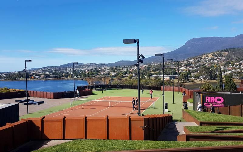 Prato esterno del museo MONA, una cosa da vedere a Hobart in Tasmania