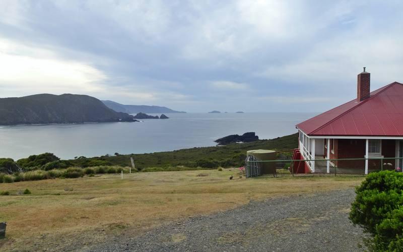 """Paesaggio e museo del faro """"Cape Bruny Lighthouse"""" nell'isola di Bruny Island"""