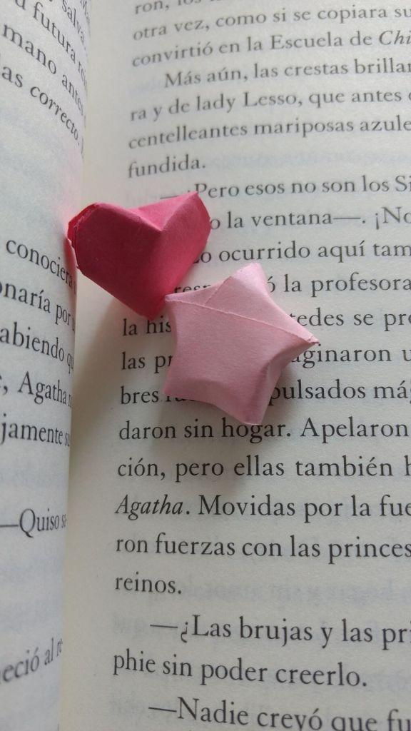 corazoncitos y estrellas de papel