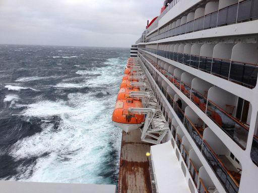 Cunaed Queen Mary 2 In Stormy Atlantic Seas