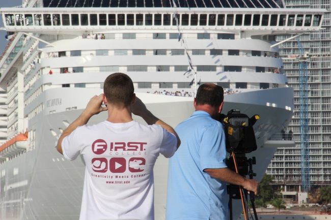 MSC Divina turned in the bay facing the waiting photographers