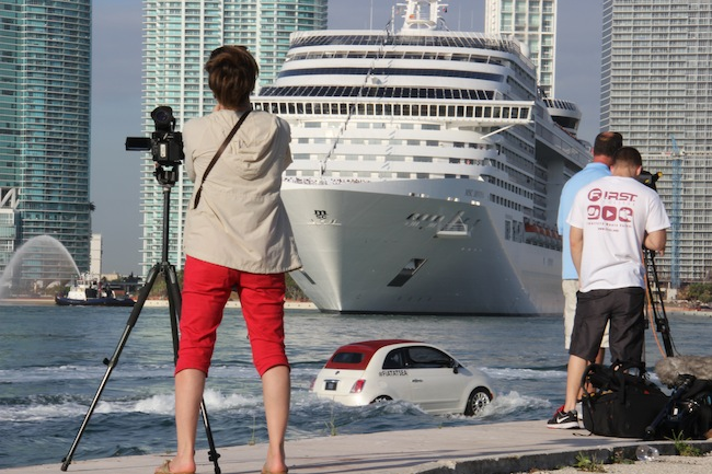 The Fiat 500s escorting the MSC Divina played in front of the press while the ship turned