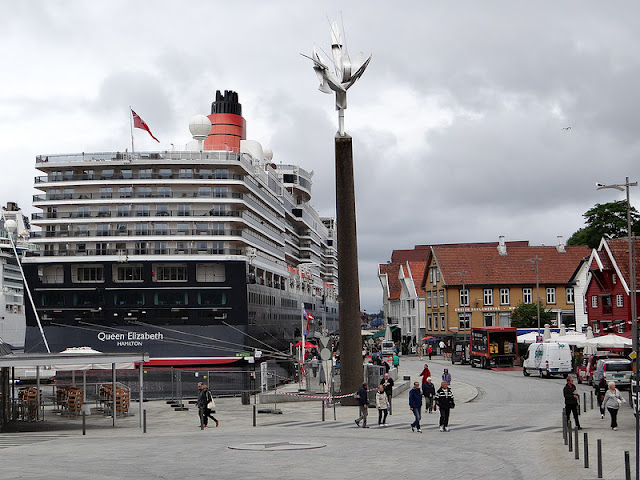Cunard Queen Elizabeth Cruise Ship Stavanger Norway https://www.tipsfortravellers.com