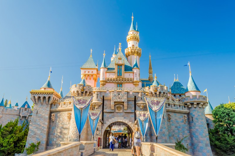 5 Tips on Visiting Disneyland on the Cheap with a Family