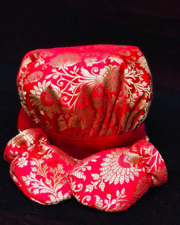 red colour Hat and gloves for babies