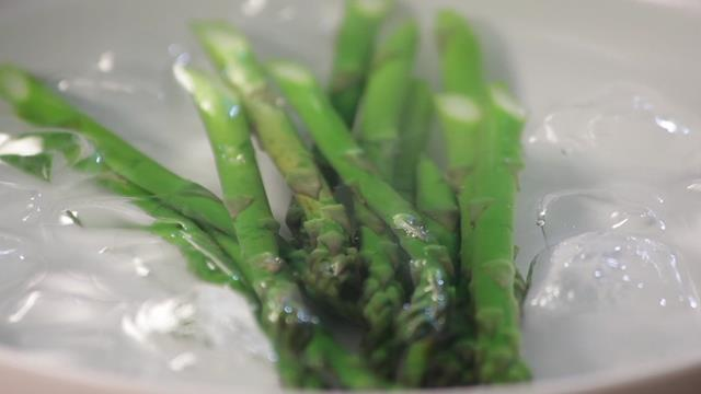 How to Cook Asparagus - 5 Simple but Effective Ways!