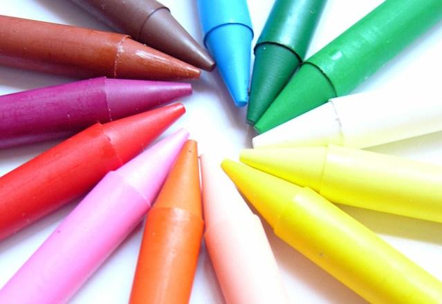Membersihkan Noda Crayon (1)
