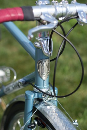 The All-City headbadge showing the pillars of Minneapolis' Hennepin Ave Bridge. A little bit of home on this beauty.