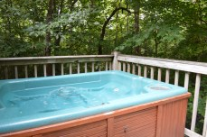 romantic couples cabin with private hot tub