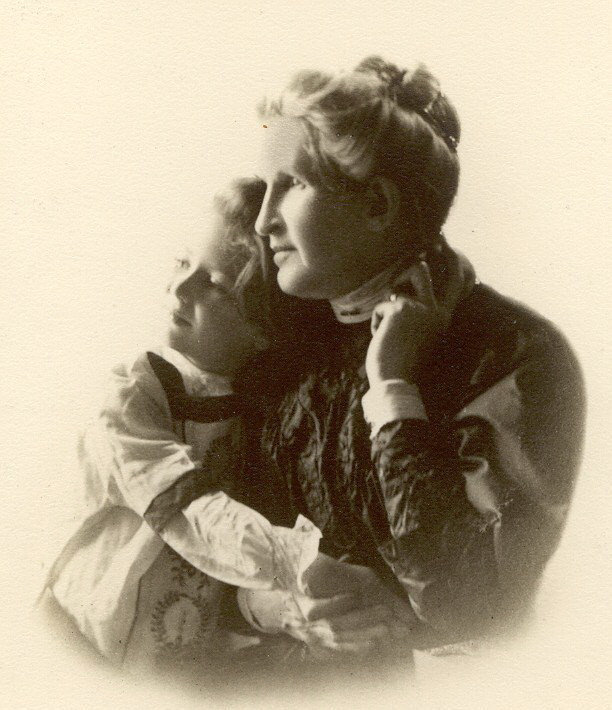 Ama Elizabeth (Wright) McBride with granddaughter, Elizabeth Crile