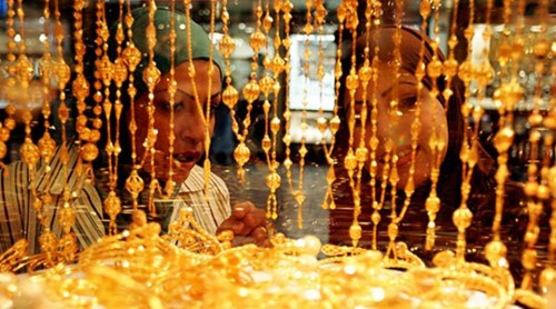 6. Shop for Gold at Gold Souk e1334645220527 Top 10 Things to Do When You Go to Dubai