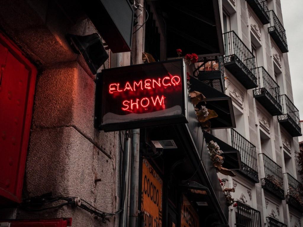 A sign advertising flamenco show