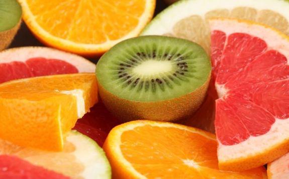 Imagen de trozos de frutas como si fuera una macedonia muy jugosa.