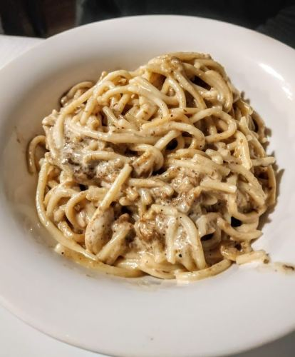 Delicioso plato de espagueti a la salsa de setas