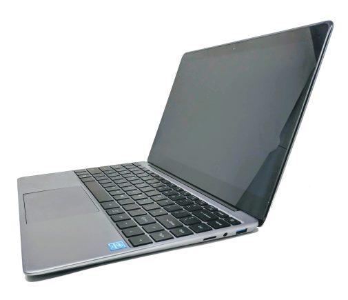 En la foto el portátil chino Chuwi LapBook SE abierto