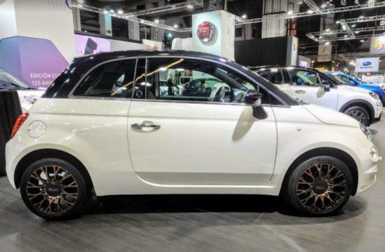 En la foto la vista lateral del nuevo Fiat 500 impulsado por combustible GLP
