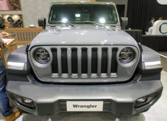 El imponente 4x4 Jeep Wrangler Rubicon en color gris