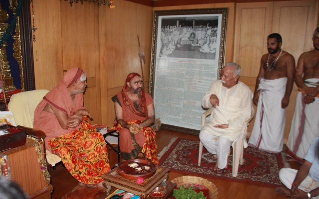 Sri Jayendra And Vijayendra Saraswathi With RSS Chief Mohan Bhagawath