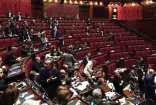 """Renzi contro il M5S: """"Fanno opposizione a telecamere accese"""""""