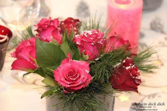 Elegante Weihnachtstafel Tischdekoration zu Weihnachten