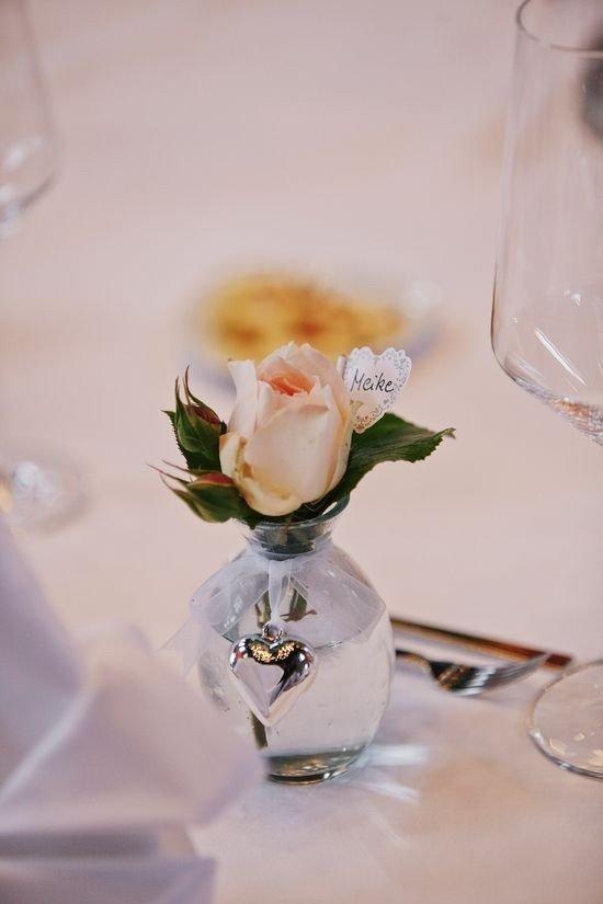 Tischdekoration Hochzeit Tischkarten Blumenvasen