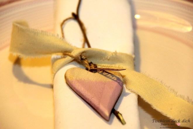 Tischdekoration-romantischer-Valentinstag-05