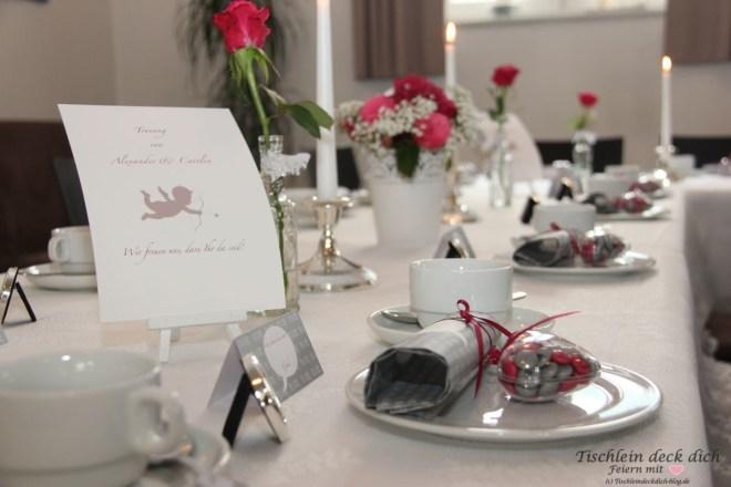 Standesamtliche Hochzeit - festliche Tischdekoration