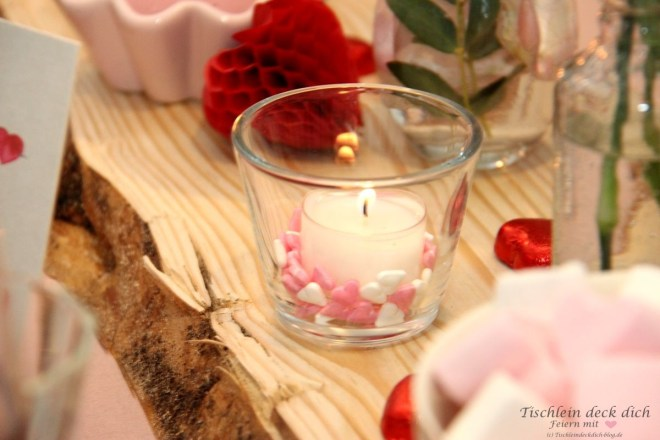 Kerzendekoration für den Valentinstag
