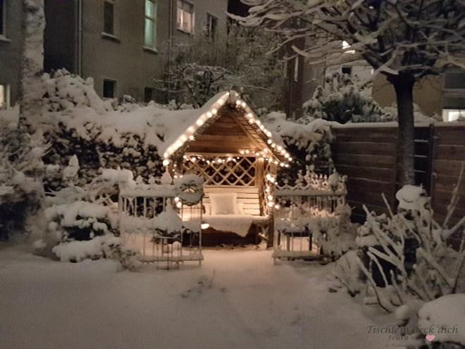 Gartenlaube im Winter