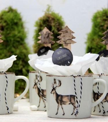Gastgeschenk-Schokoladenloeffel in der Tasse