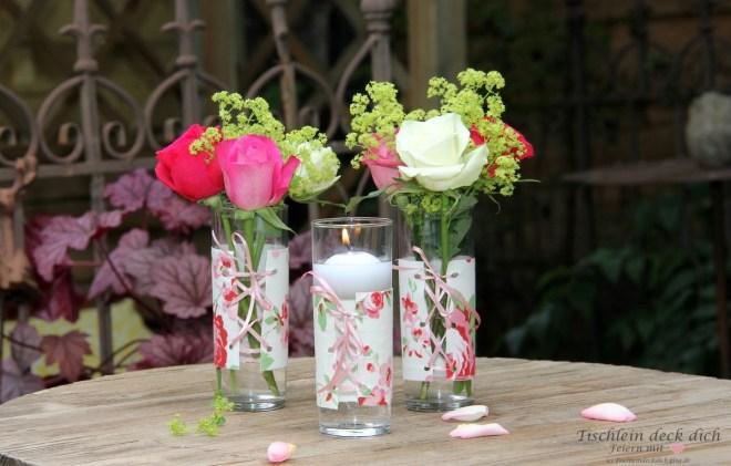 romantische Blumendeko für den Stehtisch