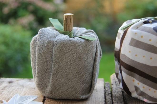 Kürbisse aus Toilettenpapierrollen - DIY