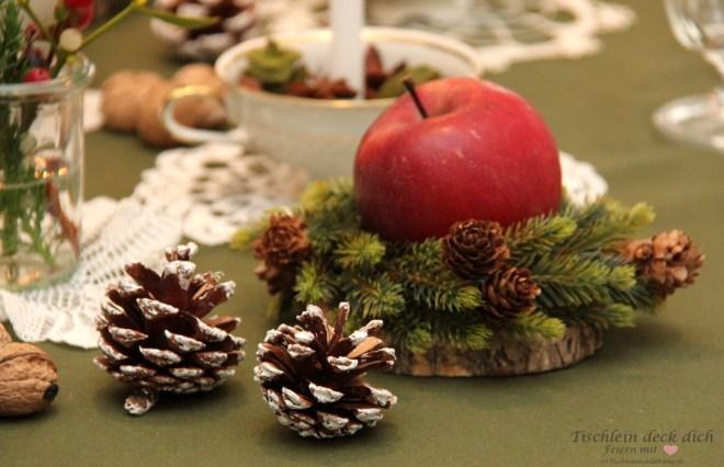 festliche weihnachtliche Tischdekoration