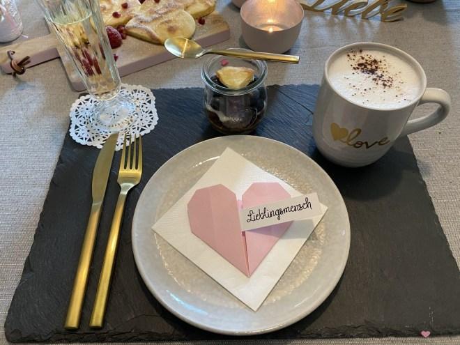 Frühstück am Valentinstag, Ideen für die Tischdekoration