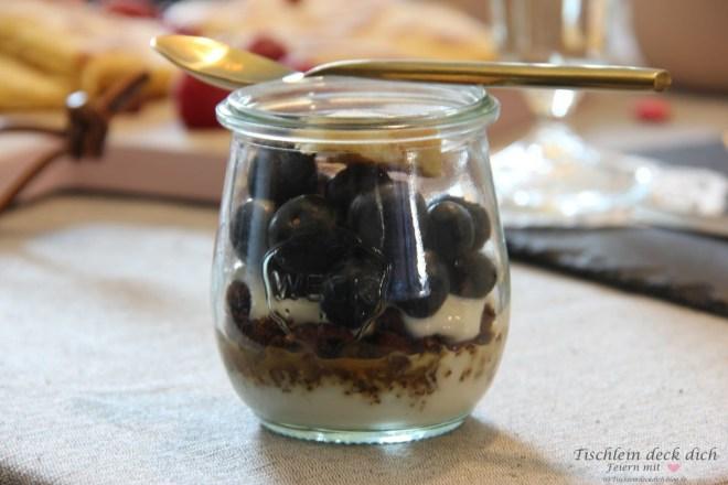 Blaubeer-Joghurt-Granola im Weckglas