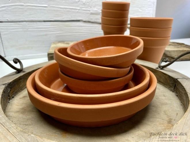 Tonschalen aus dem Gartencenter für den Tapasabend