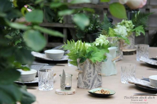 sommerliche Tischdeko im Garten