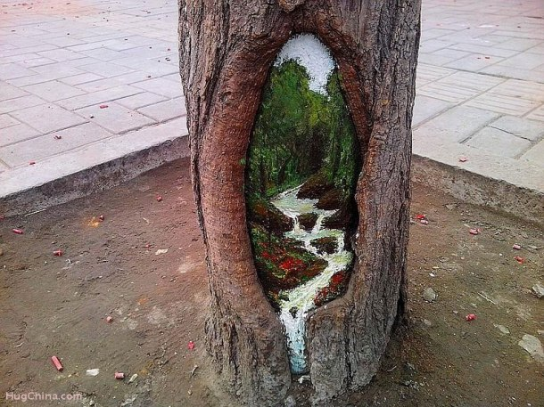 Chinese-Artist-Wang-Yue-Uses-Tree-Holes-as-Canvas-for-Her-Paintings-2