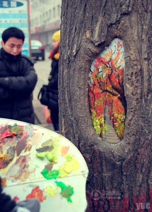Chinese-Artist-Wang-Yue-Uses-Tree-Holes-as-Canvas-for-Her-Paintings-5