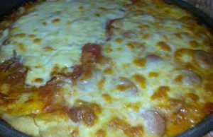 Pizza con mozzarella, Taleggio e funghi porcini