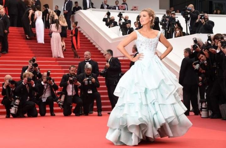 Mamme vip, Blake Lively pancino in vista a Cannes splende di luce propria!