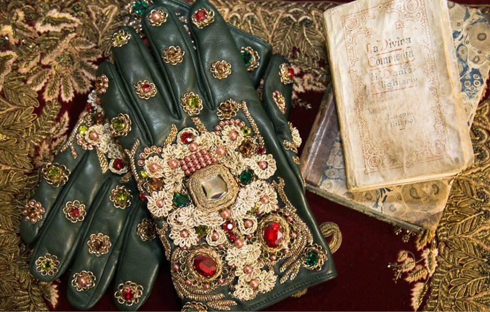 Dolce e Gabbana, fasto e sartorialità artigianale nella nuova collezione alta moda